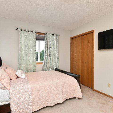 Room 2 - Upper - 4809 Oxborough Gardens North-020