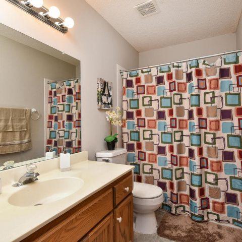 Upper Level Bathroom - 4809 Oxborough Gardens North-022