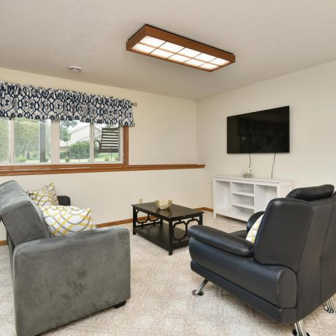 Family Room - 4809 Oxborough Gardens North-023