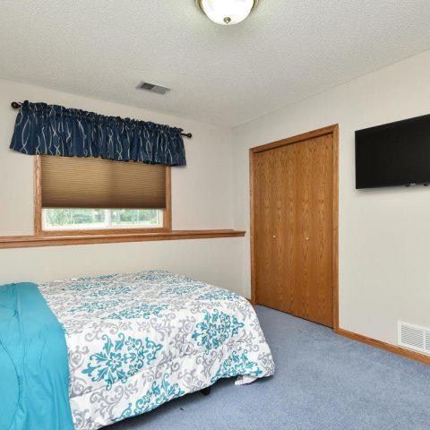 Lower Level Bedroom - 4809 Oxborough Gardens North-029